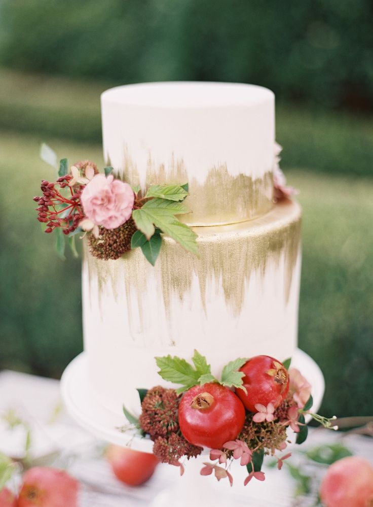 We love this pin from a recent styled shoot by Style Me Pretty. It perfectly balances fun gold detailing with pops of color and organic elements like pomegranate.