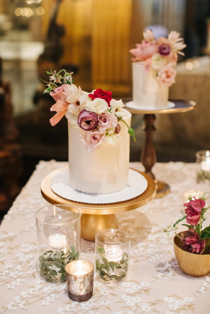 savannah-wedding-cake-table