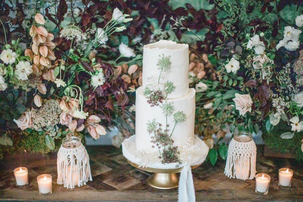 garden-inspired-wedding-cake-table