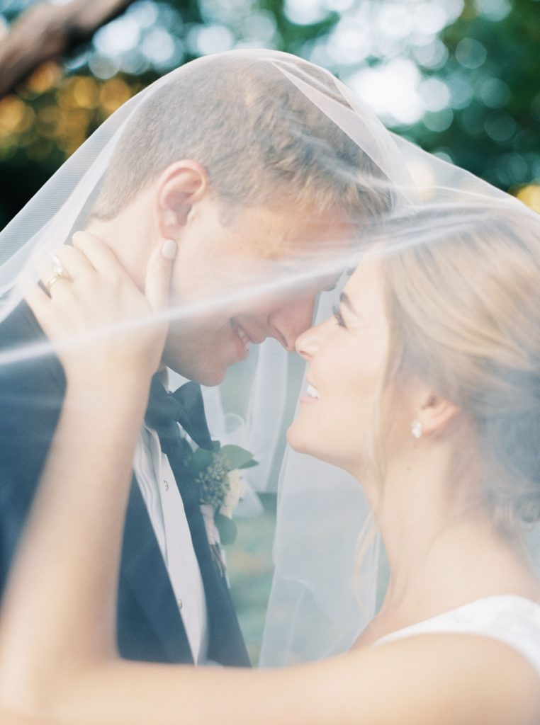 savannah-wedding-bride-and-groom
